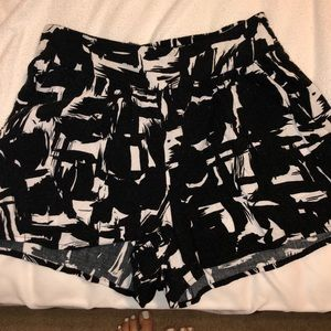 High rise black and white shorts